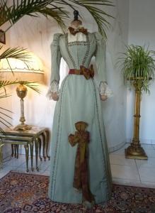 2_victorian-walking-suit-1888